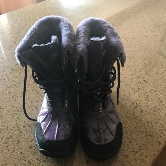 bd82542b172 Ugg girls size 5 boots